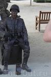живая статуя))