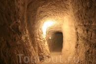 От относительно новой колокольни (15 век) начинается самый интересный участок города с сохранившимися пещерными проходами. Можно зайти в церковь и подняться ...