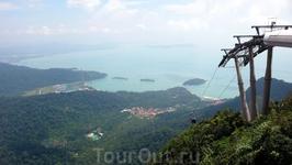Вид на бухту с вершины канатной дороги на Лангкави.  Виды   - очень красивые