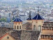 С этой же смотровой площадки видны потрясающей красоты купола церкви Церковь святого Филиппа Нери (Iglesia de San Felipe de Neri), которая является частью ...