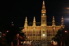 Венская ратуша ночью
