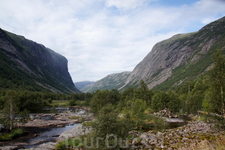 Но больше всего мне понравилась стоянка в долине Ovstabodalen рядом с  45-й дорогой (58.81160, 6.39865) . Громадные плоские каменные лбы на берегу горного ...