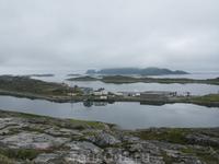 Поселок Gjesvaer на острове Mageroya. Из этого поселка отправляются экскурсии на птичьи базары: Bird-Safary.
