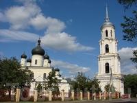 Воскресенский собор (1692-1696), который поставлен у места слияния Полисти и Порусьи.