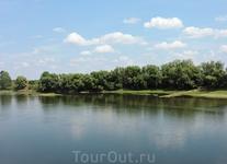 Вот так выглядит другой берег... хотя раньше до него было намного дальше. Единицы рискнули бы переплыть Днестр возле Бендер - из-за ширины реки и сильных ...