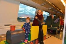 """Второй этаж поезда с игровым уголком. Маршрут """"Хельсинки-Рованиеми""""."""