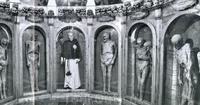 Урбания, музей мумий  P.S. те, кто понимает итальянский, может посмотреть этот видеоролик: http://www.youtube.com/watch?v=-2UkJzBE9qI&feature=related пока ...