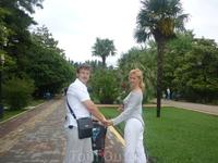 В центральном парке п. Лазаревское. Здесь очень красивые аллеи.