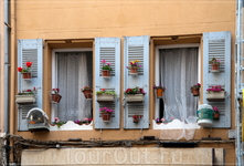 окна и балкончики...