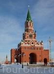 Благовещенская башня, внешне похожая на Спасскую, расположенную на противоположной стороне реки Кокшаги.