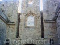 Дворец Великих Магистров - эта крепость в крепости была резиденцией 19 Великих магистров, центром Коллакиума - квартала родосских рыцарей, а также последним прибежищем жителей в момент опасности.