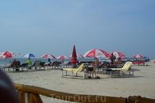 пляж, почти рядом с нашим отелем