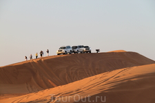 Сафари на белых джипах по пескам Эмиратов.