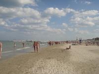 Пляж в Милано Мариттимо, вода +20, мутная. Народа всегда куча. Лежаки платные, т.к. у нас было 4 звезды и отель на 2-й линии.