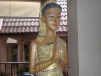 Статуя в холле отеля