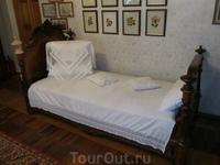 Кровать в комнате Софьи Александровны.