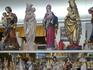 Резчики по дереву из Обераммергау стали известными за счет изображений Марии,Христа,распятий а также рождественских фигур.В сувенирном магазине,чем богат ...