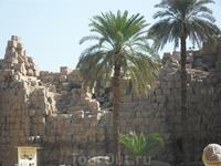 руины стен храма