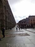 Среди подобных инженерных сооружений, построенных римлянами в Европе, которых в общей сложности на сегодняшний день насчитывается 800, акведук в Сеговии считается самым длинным. Высота этого грандиозн