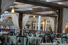Лучший ресторан, в котором была самая вкусная еда за всю поездку, находился на берегу, на пляже. Каждый обед и ужин у нас превращалось в настоящее пиршество ...
