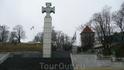Площадь Свободы.Основной достопримечательностью является недавно сооруженный (2009 год) монумент Победы в Освободительной Войне 1918—1920 гг.