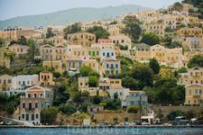 Остров Сими 2500 жителей 58 кв.км Все дома на острове построены в неоклассическом стиле. Это правило, от которого отступать нельзя.