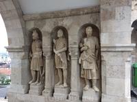 Семь башен бастиона посвящены  семи венгерским племенам, которые основали Венгрию, объединившись в 896 году. Между собой башни соединены виадуками.