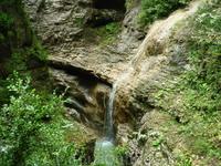 Водопадик, ниспадающий в Гуамское ущелье и сливающийся с рекой Курджипс