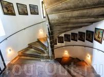 Пока идешь по лестнице, узнаешь много интересного
