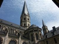 Монастырская базилика Святого Мартина.Романский и германский стили гармонируют и сливаются в целое.Одна из самых древних базилик Германии. В период Второй ...