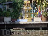 В Таиланде существует старинный обычай устанавливать перед зданиями маленькие храмики, где обитают добрые Духи, если у духа не будет отдельного жилья, ...
