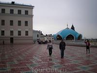 Кремль. Здания Юнкерского училища и экскурсионного отдела мечети Кул-Шариф.