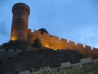 Средневековая крепость.Сказочный замок. Такой нас встретила Тосса в день приезда.