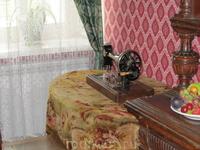 Столик для рукоделия Натальи Александровны в спальной.
