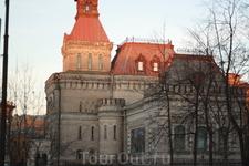 Недалеко от Таврического сада. Музей Суворова