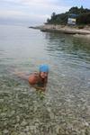 Хорватия/ пляж. Море чистое. единственный недостаток камни и морские ежи. Нужна специальная обувь