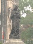 В 1886г. в Ханое был открыт Собор Святого Иосифа, или Ханойский Кафедральный собор. Внешне он очень похож на собор Парижской Богоматери в Париже.