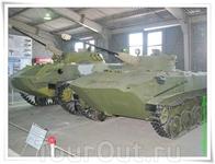 Павильон №4. Советские бронеавтомобили, БТР и БМП. Две модели семейства боевых десантных машин (БМД). Ближайшими по классу машинами являются бронетранспортёр ...