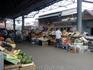 Вниманию ЕС : рынок полон овощей и фруктов.