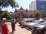 Привоз совсем рядом с вокзалом. Флер романтический спадает сразу, как туда заходишь: обычный рынок.