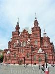 И конечно здание Исторического музея. На самом деле кирпич, из которого это здание построено не красный, а розоватый... смотрится очень красиво