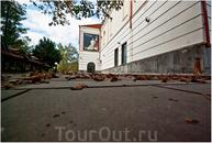 Городской музей. Осень. Был закрыт. А жаль. Там была выставка Ладо Гудиашвили.
