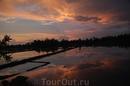 Закат над рисовым полем - вид с нашего номера отеля в Убуде...