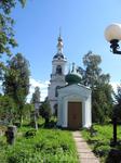колокольня Вознесенской церкви, а впереди симпатичная часовня