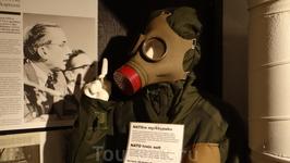 Причем все экспонаты не подделка - всё настоящее. Подозреваю, что в запасниках музея есть и самые современные шпионские прибамбасы, но выставлять их на ...