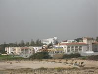 не смотря на солнечную погоду, зимой на острове может дуть ну очень сильный ветер...местные даже иногда шубы одевают ))))) хотя нам, гостям острова, очень ...