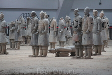 1 октября 1997 года был открыт Музей терракотовых воинов и лошадей Цинь Ши Хуанди. Открытый музейный комплекс стал самым большим историческим музеем на ...