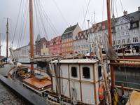 Нюхавн, построенный когда-то, как жилой квартал для моряков, возвращающихся из плавания, и нынче придаёт городу своеобразный колорит.