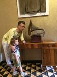 Старинные музыкальные гаджеты в холле отеля Grand Hotel CastroCarо Terme & Spa