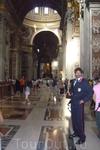 Ватикан.  Охрана внутри Собора Святого Петра.